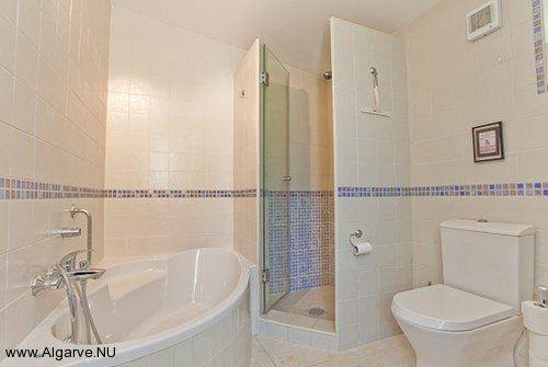 Das en-suite Badezimmer von Vila Maria.