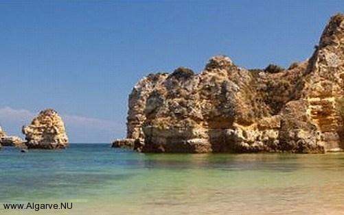 Schöne Strände und faszinierenden Felsformationen in der Algarve, Portugal.