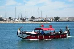 Wenn Sie der Arade Fluss überqueren wollen, dann mit dieses Boot.