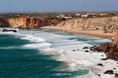 Perfekte Strände und Naturschönheiten finden Sie in der Algarve, Portugal.