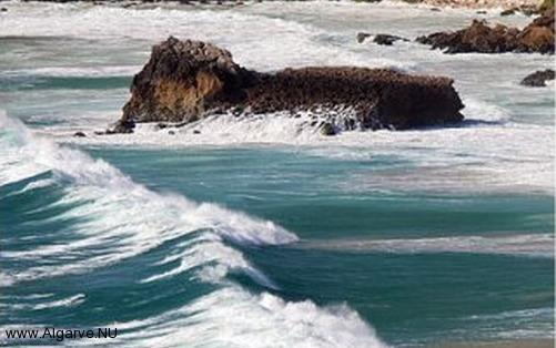 Für Wind-und Kitesurfen ist die Algarve ein perfektes Reiseziel.